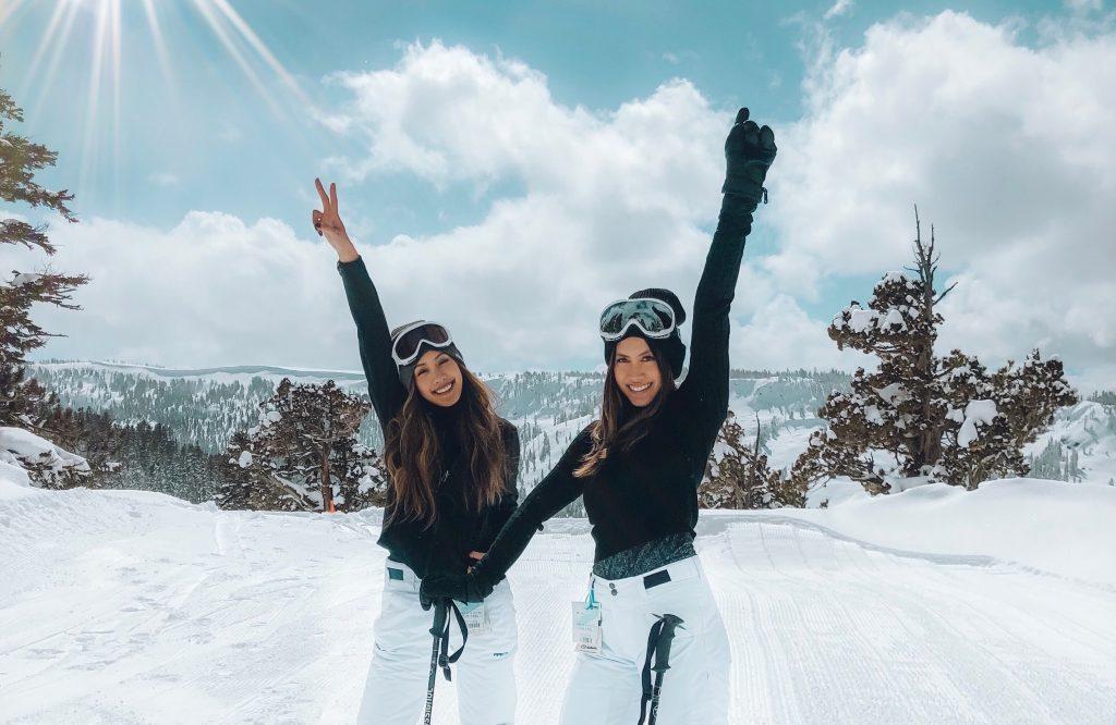 Lifestyle Photo Skiing 2 Women